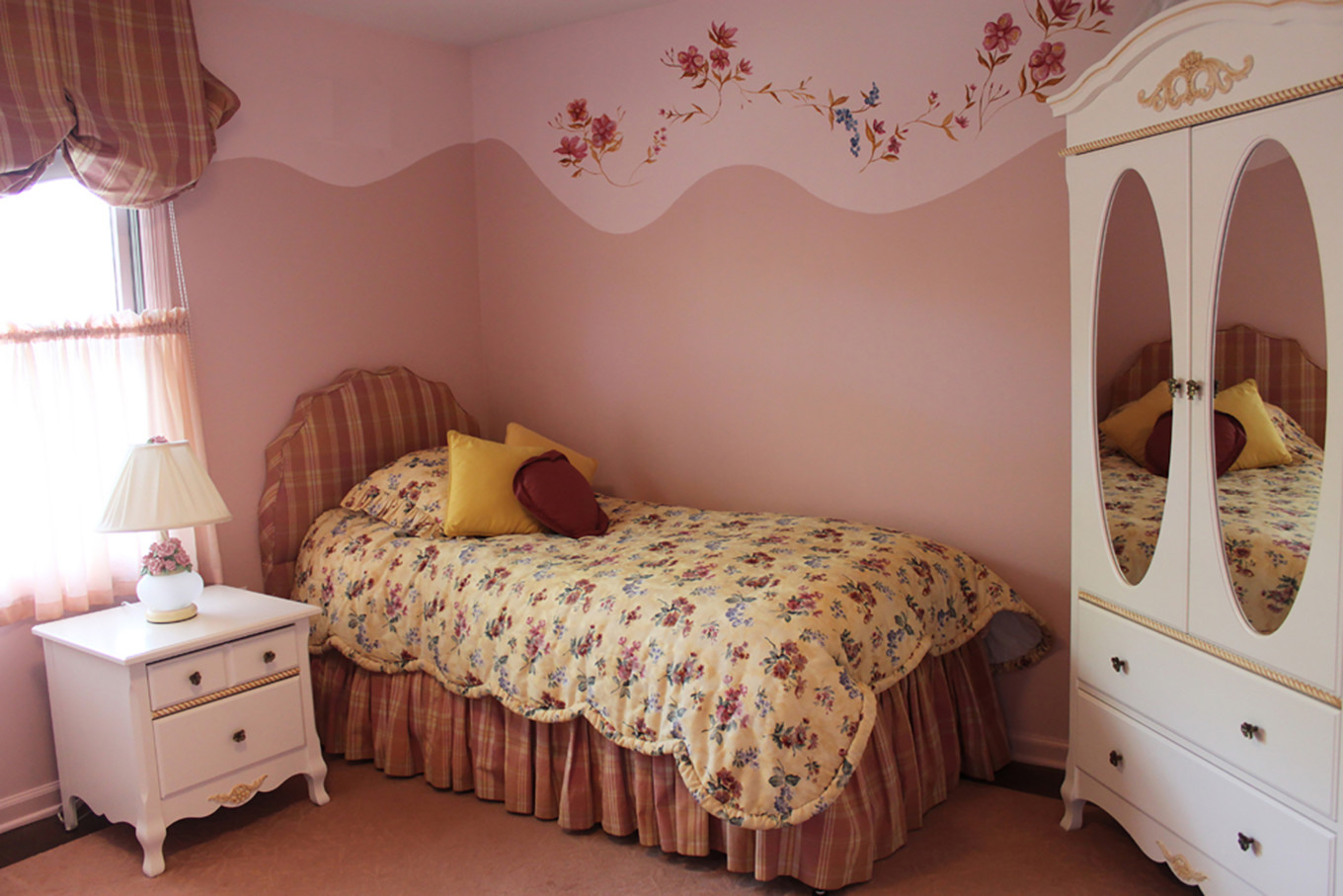 Girl's Bedroom in Pink and Peach