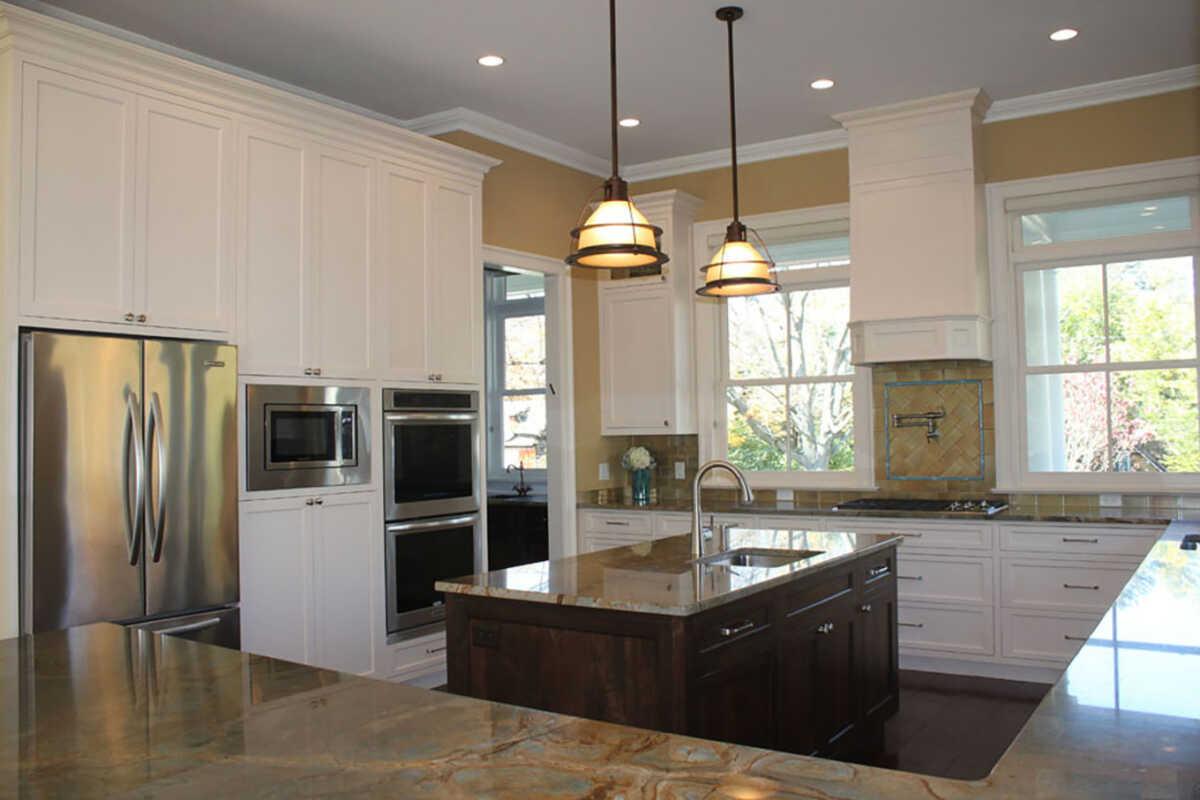 Warm Gold Tones in Kitchen