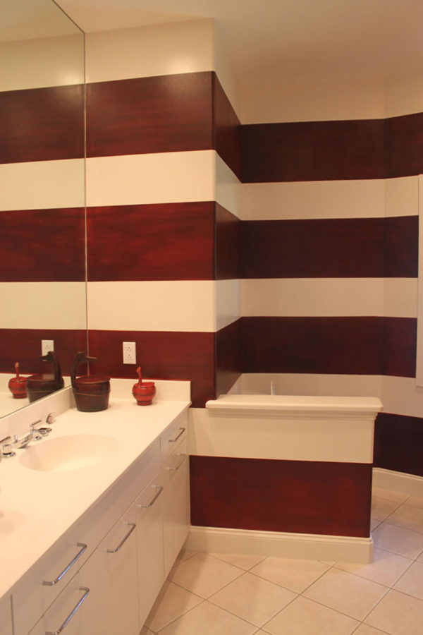 Using Wide Horizontal Stripes in Bathroom