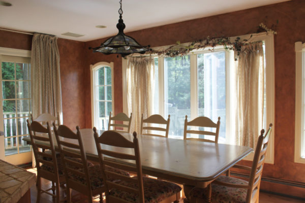 Terra Cotta Glaze on Walls in Dining Area